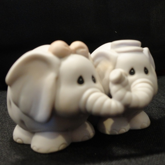 Home Interiors (HOMCO) Other - 1993 Porcelain Elephants In Love Figurine  HOMCO
